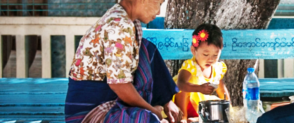 asia-thailand-family-woman-child-cooking-tours