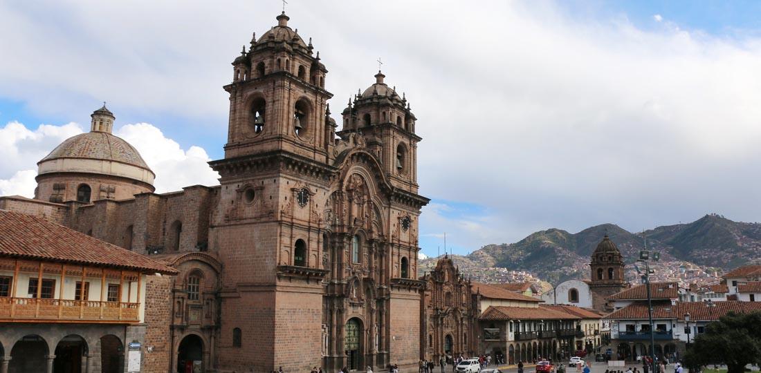 women-of-the-world-travel-2021-south-america-peru-yoga-cultural-classic-Cusco