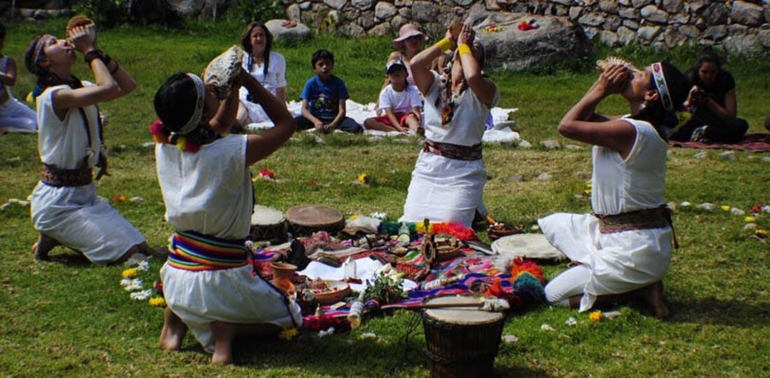 women-of-the-world-travel-2021-south-america-peru-yoga-cultural-classic-Hatun-Valley-5